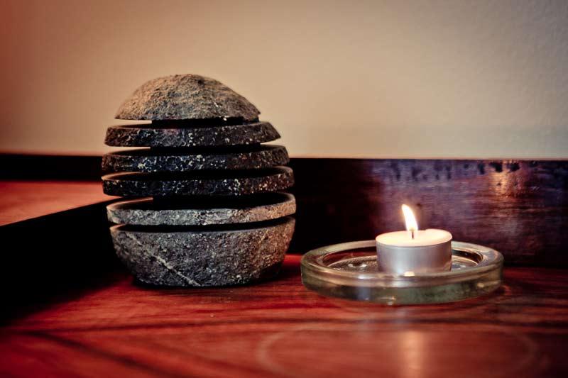 bougie et pierre